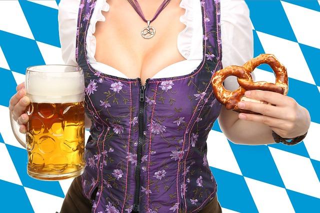 číšnice s pivem