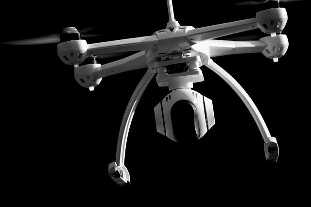 dron ve tmě
